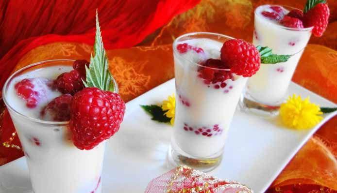 Surinaams eten – Framgeade (dessert met amandelsmaak en verse frambozen)