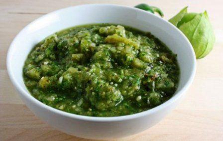 L'umido di calamari in salsa verde è un'ottimo secondo piatto di pesce. Questa ricetta si prepara tagliando i calamari ad anelli e lasciandoli cuocer...