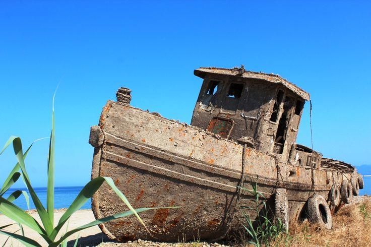 Schiffswrack Hafen Patras