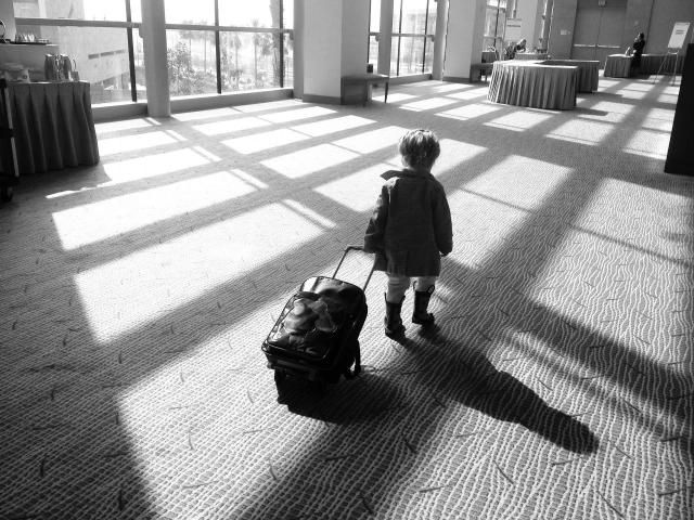 Poradnik: Jak przygotować się do podróży z dzieckiem? #podroz #podrozzdzieckiem #dziecko #walizka