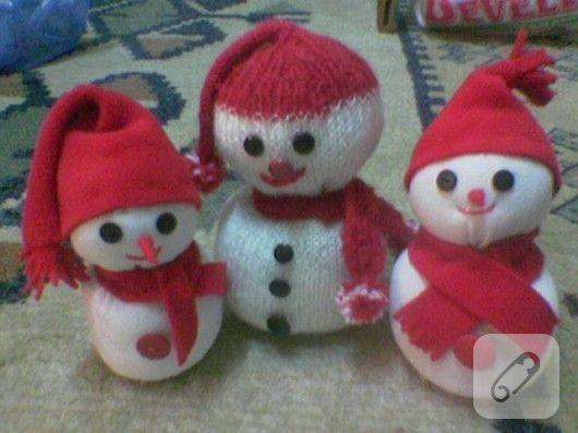 amigurumi ve çoraptan yapılmış kardan adam oyuncak modelleri hem basit hem de baksanıza ne şeker duruyorlar. ilham verici el yapımı oyuncaklar 10marifet.org'da