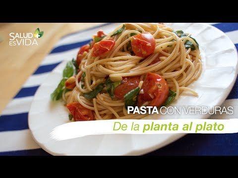 Pasta con tomates asados, espinaca y albahaca