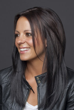 Sara Evans hair...love the cut & color :)