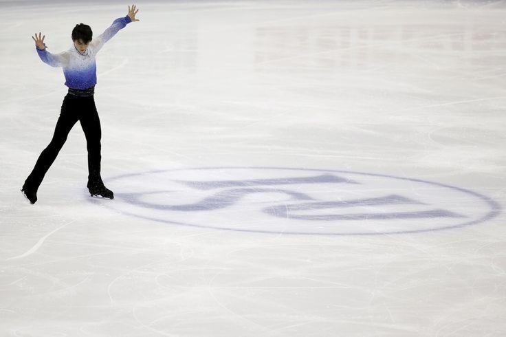 Hanyu competes in the men short program during the ISU World Figure Skating Championship in Shanghai