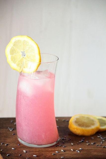 {Lavender makes lemonade taste lovely AND turns it pink!} Lavender Lemonade | Pastry Affair