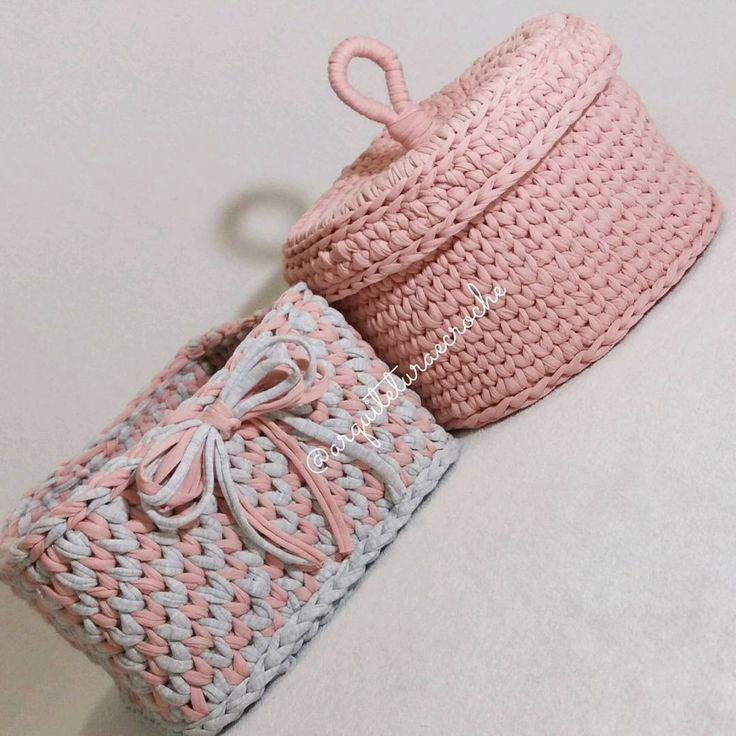 Juntinhos ..  .  #crochet #croche #handmade #cesto #fiodemalha #feitocomamor #feitoamao #trapilho #totora #knit #knitting #basket #decor #cachepo #ac_cesto #decoration #decoracao #artesanato #cestoartesanal #vaso #cachepodecroche #cestodecroche #cestorosa #boanoite #goodnigth