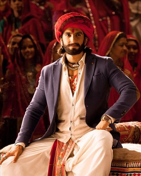 Ranveer-Looking-smart-in-red-turban