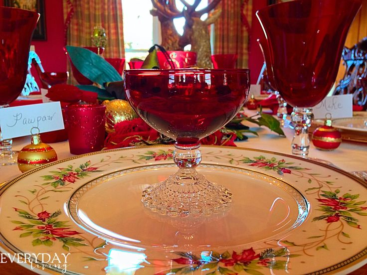 Tablescape Tuesday • Gloria In Excelsis Deo! • Christmas Tablescape