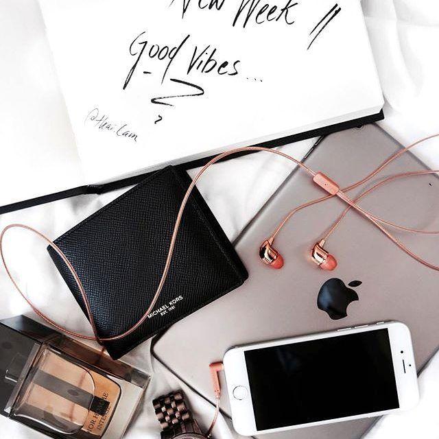 Nu îţi vei schimba niciodată viaţa până când nu schimbi ceva ce faci în fiecare zi. Rămâi inspirat și ascultă muzica preferată la căștile #Happy #Plugs de la #QuickMobile: https://www.quickmobile.ro/cauta/happy%20plugs--1