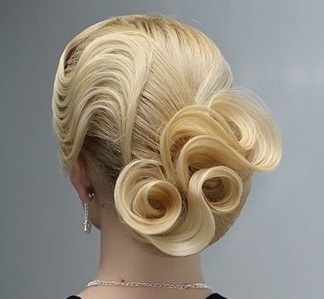 Hair Roses by Yulia Ivanchikova of Russia. Exquisite styling! #hotonbeauty fb.com/hotbeautymagazine