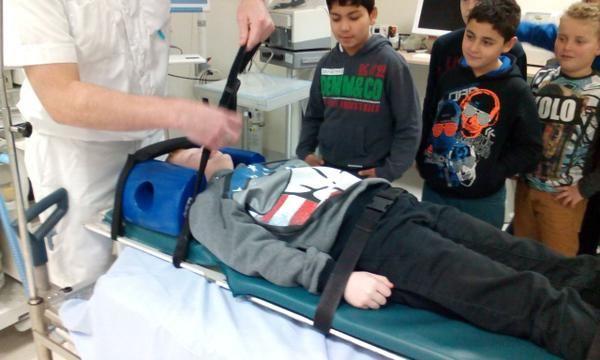 #tStartblok groep 6   Ontzettend gaaf & leerzaam bezoek @radboudumc voor #Jeelo - Veilig helpen! Doktoren en verpleegkundigen bedankt!