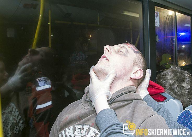 Wypadek na ul. Grzybowej: kilkanaście osób rannych – warsztaty z zakresu pierwszej pomocy [ZDJĘCIA FILM]
