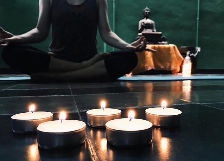 New Yoga classes Nuevas clases de Yoga    Yin Yoga by Candlelight  Thursdays/Jueves a las 7:30 - 8:45 pm  Yoga Yin en Español con Basia  Viernes/Fridays a las 4:30 - 5:45 pm $3 (Gratis para Miembros/Free for Members)  Clase de Yoga en Español $3 (Gratis para Miembros/Free for Members) Todos Niveles/All Levels  Con Cristiana Sandigo Domingos/Sundays a las 8-9am