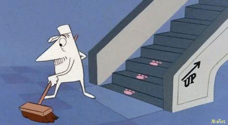 Louie el bocón tras las huellas de la Pantera Rosa en la escalera mecánica<