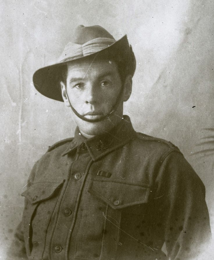 Sharing Portrait of Soldier (ANZAC?), c1910s at Living Histories