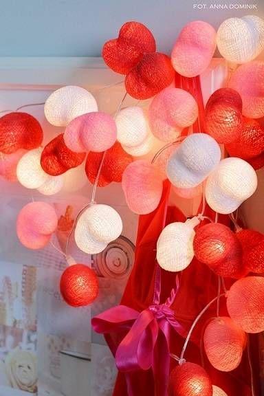 Hearts: girlanda z 35 serc w trzech kolorach: białym, różowym i czerwonym.