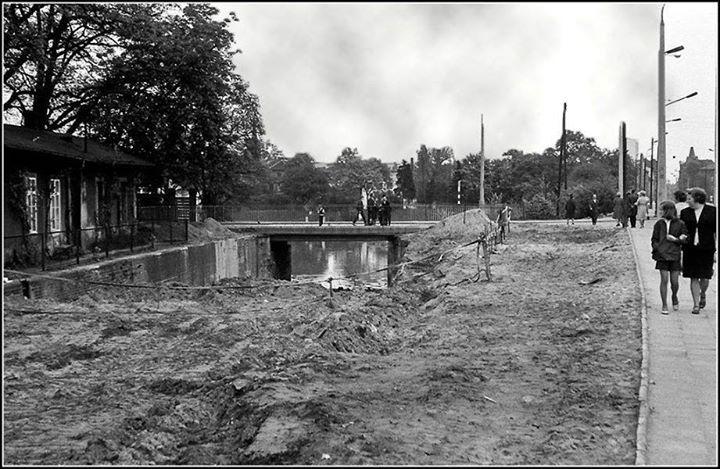 Moment zasypania II Śluzy przy ul. Marszałka Focha (1970–1972)