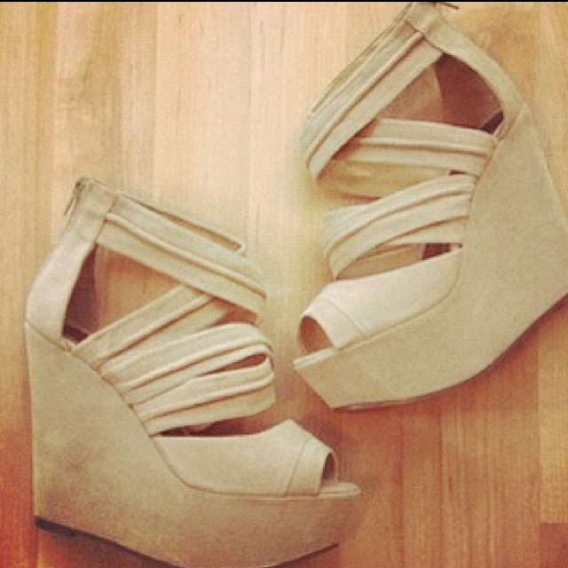 need these: Shoe Addiction, Fashion Shoes, Modern Fashion, Hot Wedges, Round Nude Wedges, Clothes Shoes 3, Heels Wedges, Cream Wedges, Kinda Shoes