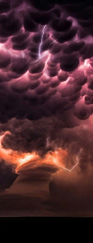 Tornado - Mammatus cloud - Lightning strikes