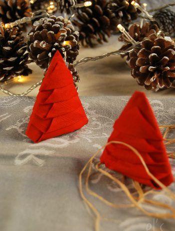 Pliage serviette pour Noël sapin étape par étape