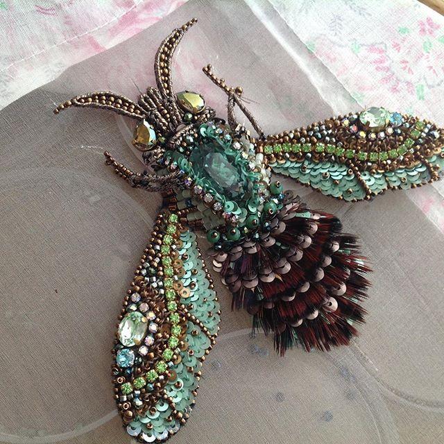 Лапки примеряемПроцессы....Авторская вышивка#embroidery #fashion #Beetle #вышивка #насекомые #крылья #бисер #перья #пайетки #смогусама #недляслабонервных  Для тех,кому не по душе мухи и прочие насекомые-сообщать мне об этом совсем не обязательно.Я делаю то,что нравится мне