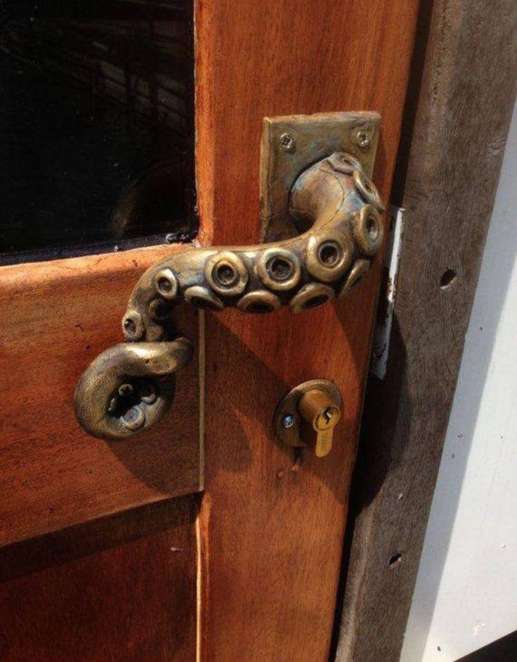 Tentacley door handle. I can has?
