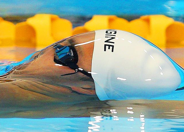 Don't see a ton of cool swimming pictures except during summer Olympic years.  Love this one.
