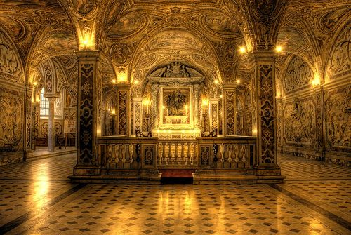La Cripta. In the #crypt the holy relics of the Apostle Matthew, #Patron Saint of the city.