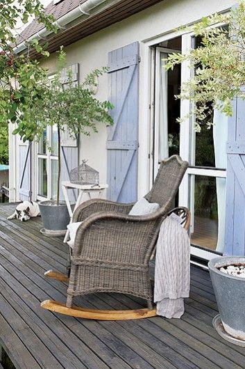Otthon vidéken: Fehér otthon a kék spaletták mögött