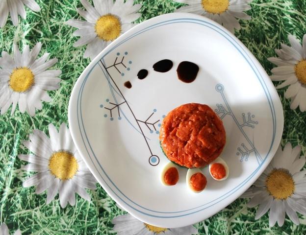 25 aprile - Festa della Liberazione della Repubblica Italiana. Auguri all'Italia :) (Spinaci, mozzarella, salsa al pomodoro-cipollina-farina bianca e uova di quaglia)