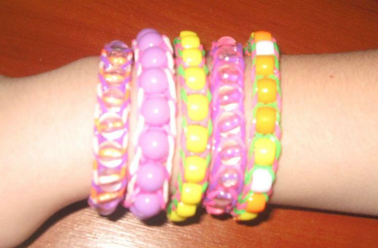 Как сделать браслет из резинок Rainbow Loom Bands  и бусин для начинающи...