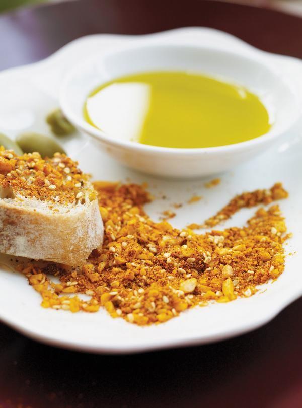 Recette du chef Ricardo. Une recette d'entrée qu'on retrouve en Nouvelle-Zélande. Avec du pain, de l'huile d'olive, des amandes mondées. Une recette rapide.