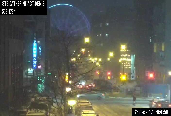 Webcam Sainte-Catherine Street and Saint-Denis Street - Montreal :::: 22-12-2017