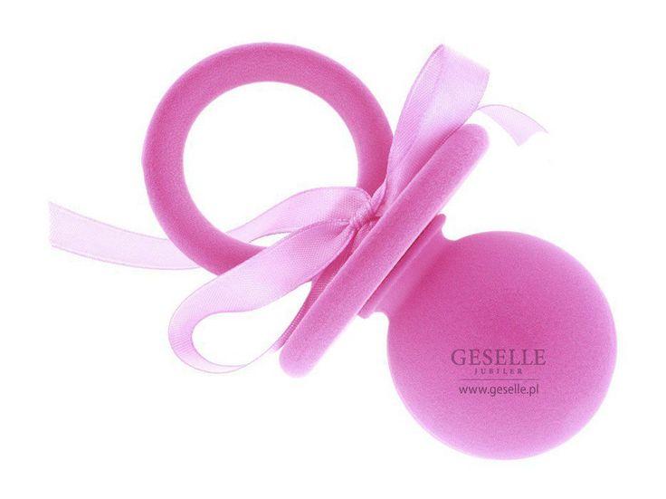 Urocze, różowe pudełeczko ze wstążką, idealne na prezent z okazji narodzin dziecka lub Chrztu Świętego dla dziewczynki   NA PREZENT \ Opakowania na biżuterię od GESELLE Jubiler
