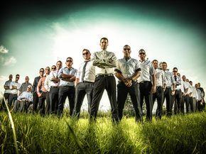 coole Jungs in der heissen Sonne - Gruppenfoto Hochzeit