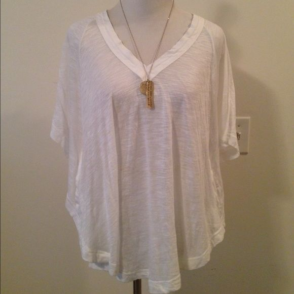 Free People Sheer White Batwing Top w/ Pockets NWT Free People sheer white batwing top with pockets. Super comfy fit. Tag is not attached but is with it. Never worn. Fits like a true medium. ❌ NO TRADES ❌ NO PP❌ NO LOWBALLING ❌ Free People Tops