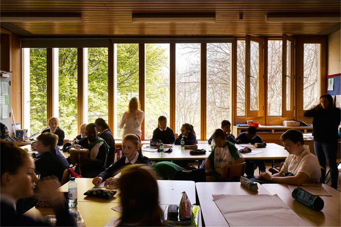 Școli, locuințe sociale, biserici, biblioteci: 7 proiecte care pun arhitectura în slujba oamenilor
