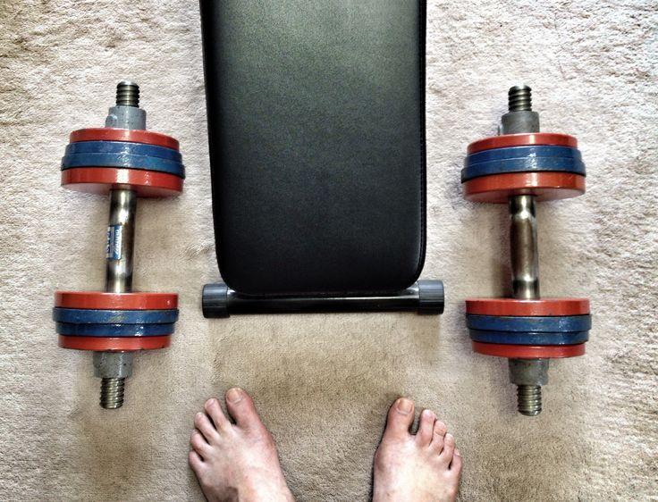 https://flic.kr/p/nLbGhz   Muscle Training   腕立て100回 腹筋100回 ダンベルカールとスクワット100回 腹筋ローラー50回に加えて左右10kg合計20kgのダンベルベンチプレス開始。このオッサンはいったいどこへ向かおうとしているのか!
