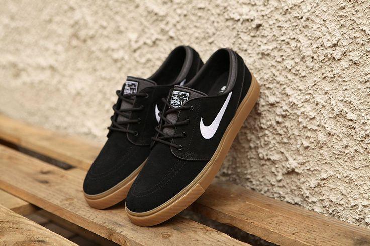 Nike SB Janoski Black White Gum https://www.popname.cz/cze/produkt.html/nike-sb/footwear/boty-nike-sb-stefan-janoski-black-anthracite-gum-canvas