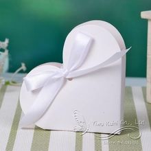 100x wit bruiloft gunst dozen bruiloft bonbondoos casamento bruiloft gunsten en geschenken hart met satijnen lint(China (Mainland))