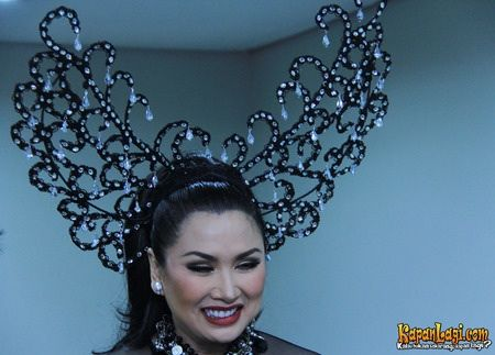 Indonesia Diva, Titi DJ wearing Oscar Daniel Headpieces