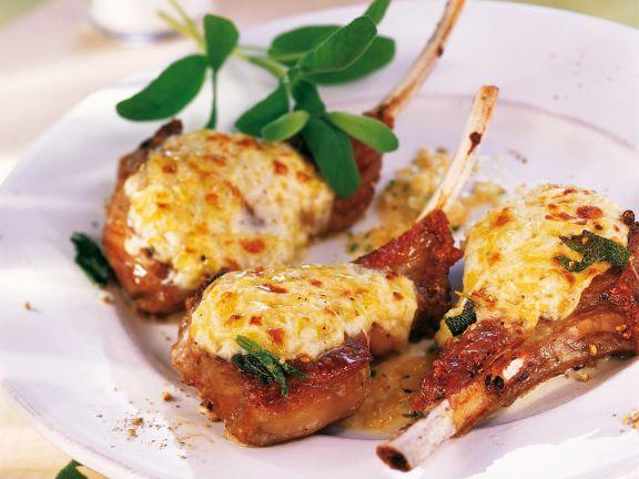 Lammkotelett gratiniert ist ein Rezept mit frischen Zutaten aus der Kategorie Lamm. Probieren Sie dieses und weitere Rezepte von EAT SMARTER!