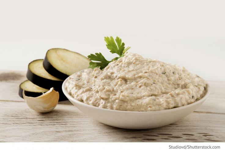 Auberginensalat mit Fladenbrot Salat mit Auberginen und Pita-Brot oder Fladenbrot - Griechische Rezepte