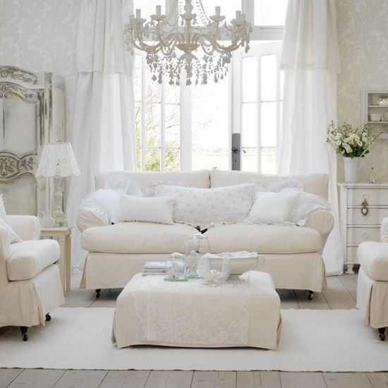 Warm white living room -idea for white curtains
