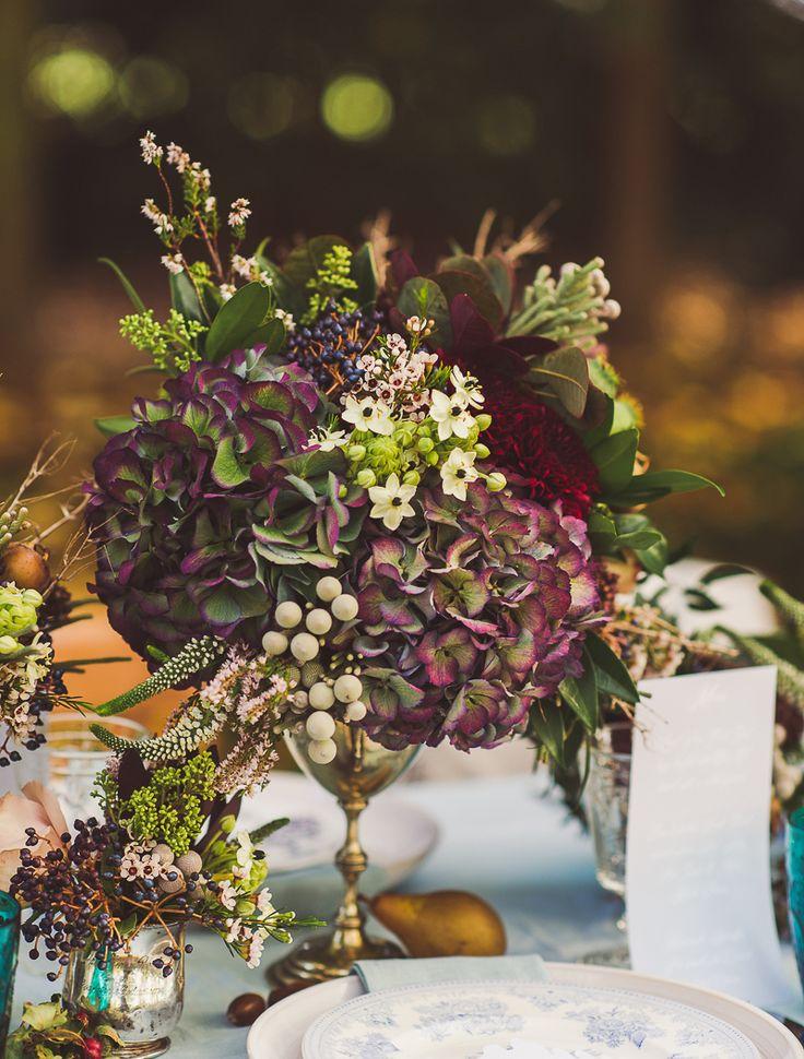 Glöm knalliga girlanger och de runda papperslyktorna med leende ansikten. I år dekorerar vi kräftskivan med stil – här är våra bästa tips.