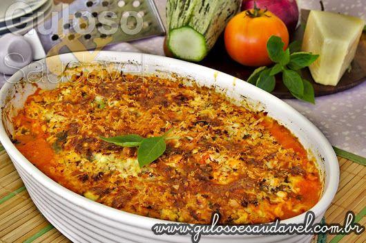 Dica para o #jantar! A Lasanha de Abobrinha com Frango, é deliciosa, leve, não tem massa e é crocante, tem uma crosta de frango com queijo. #SemGluten  #Receita aqui: http://www.gulosoesaudavel.com.br/2013/07/23/lasanha-abobrinha-frango/