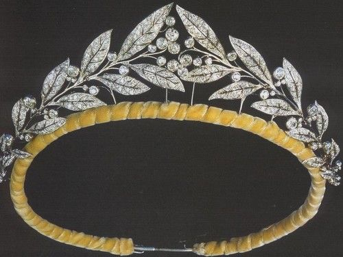Tiara of Matilde of Belgium - modern laurel wreath tiara given to her on her marriage in 1999.  See later pin for alt. view