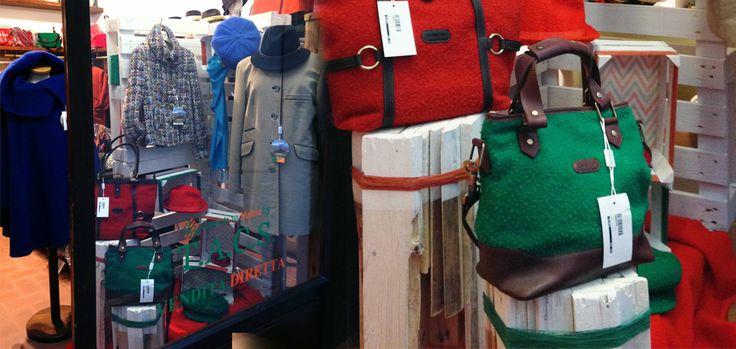 Retail-allestimento vetrina con materiali di riciclaggio-pallet e cassette della frutta