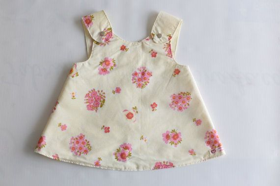Reversible retro pinafore baby girls dress. door FabriqueDeLimonade €13,50