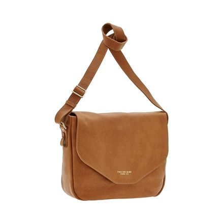 This leather messenger bag from The Bridge features a no-frills, practical design. Minimal and classy, this bag is the perfect accessory for a casual chic outfit. Front flap with snap button closure. Size 34X27X12 cm. #TheBridgeBags